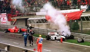 Najveću gungulu opet je priredio David Coulthard kad se izvrtio nakon Le Sourcea na nizbrdici prema Eau Rougeu i sa sobom povukao 13 auti, srećom, bez ozljeda