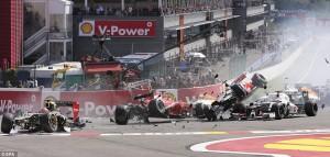 Romain Grosjean je 2012. na samom startu demolirao svoj Lotus ali i Alonsov Ferrari i Hamiltonov McLaren.