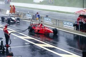 Schumi je u Spa imao i neslavnih trenutaka. Slika je iz 1998. kad je vodeći naletio na Davida Coultharda i kasnije je pokušao fizički obračunati sa Škotom..