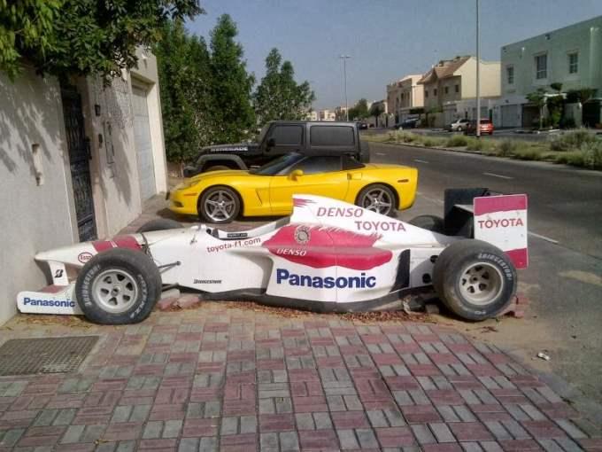 Da, i toga ima..Napuštena formula 1. Naravno, to se može dogoditi samo u Dubaiju ali vam je jasno da je vrijednost golema. Činjenicu ne kvari ni to što je to show car F1 Toyote od prije deset godina