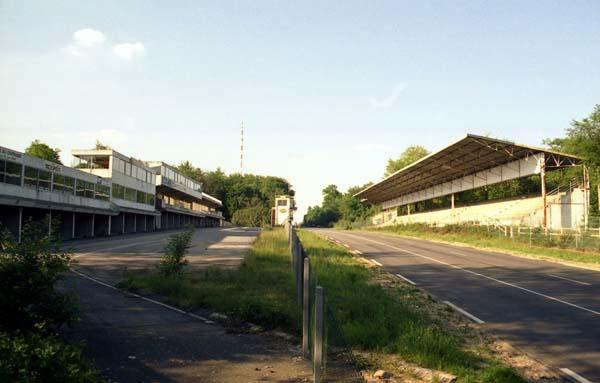 Rouen je otvoren 1950. i na njemu je održano pet utrka F1. Smatran je jednim od najboljih trkališta svijeta. Zatvoren je 1994. zbog ekonomskih i sigurnosnih razloga.