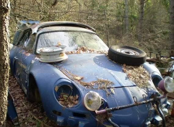 Legendarni Renault Alpina, kraljica relija. Pa gdje je vlasniku bila pamet. No, nije još sve rečeno, šasija je i dalje u relativno dobrom stanju pa nada još postoji