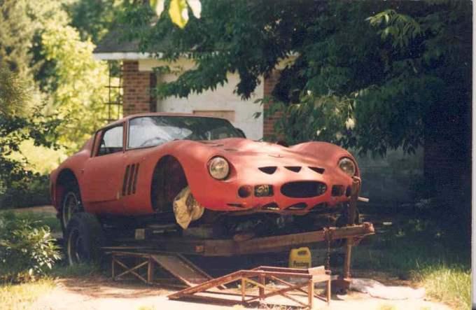 Ferrari 250 GTO ostavljen na nekoj američkoj livadi stoji već 30 godina...