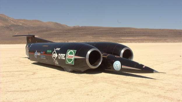 Najbrži auto na svijetu. Britanski Trust SSC. Bilo je to 1997. Dva Rolls Royce motora u američkoj pustinji Nevada. Brzina 1228 km/h. Prvi auto koji je službeno išao brzinom zvuka (1236 km/h, ili km u 2.914 sekunde).