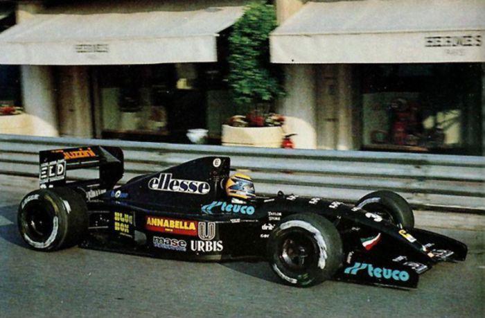 Andrea je bio postolar kojem je dobro krenulo. Upisao se 1992. u F1 ali nije platio startninu i bio isključen nakon 12 utrka. Roberto Moreno uspio je napraviti jedanaest krugova po Monte Carlu ali to je bilo sve..