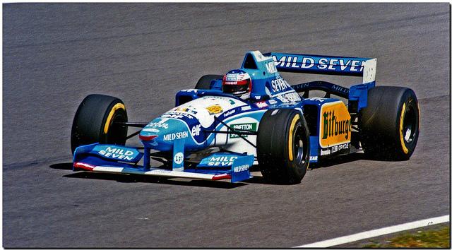 Benetton 195. Spoj nemogućih boja dao je jedan od najljepših F1 ikada. Dvojac Rory Bryne - Ross Brawn dao je Benettonu ovim modelom prvi konstruktorski naslov 1985. i drugi Schumacherov. U početku je bilo malo problema s prelaskom s Fordovog na Renaultov motor ali kad je Michael pohvatao konce, konkurencija je samo mogla gledati u leđa.