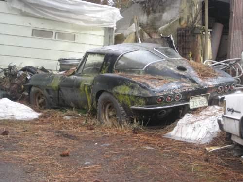 Ova bi obnovljena 1963 Split Window Corvette vrijedila između 70 i 250 tisuća dolara. No, trenutno samo zakopana u blatu i čeka bolje dane..