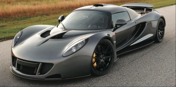 Hennessey Venom GT, dosta je reći 7.0 i Tvin turbo V8. Rezultat toga je 435.1 km/h..