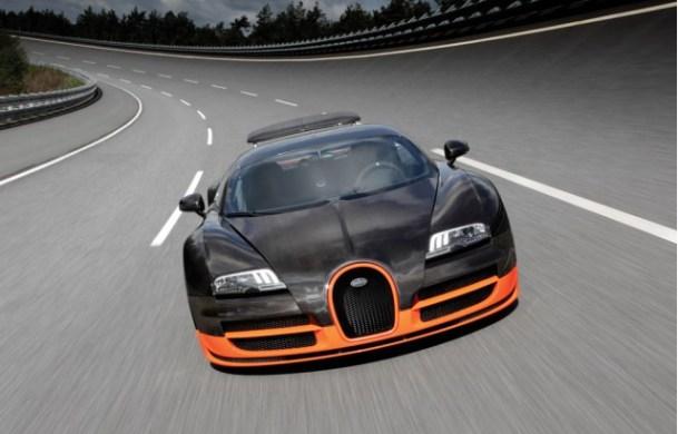 Bugatti Veyron Super Sport quad-turbocharged i W16 koji daje samo 1000 ks. To je 434.2 km/h kad hoćete protegnuti noge recimo kod Bosiljeva.. Ali radije nemojte..