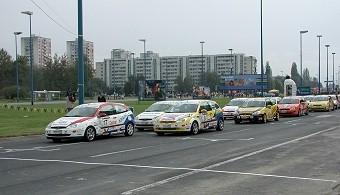 Delta nas ponekad posjeti da je u 70-ima tu znalo biti i 50 tisuća gledajući Holjevca, Gluhaka, Palikovića, Štroka...Zgb av. Većeslava Holjevca bilo je pravo trkalište..